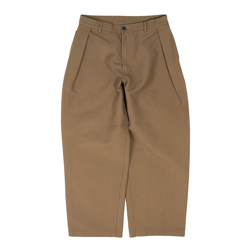 ONE TUCK CHINO PANTS [BROWN]